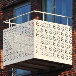 Balkon met geperforeerde platen